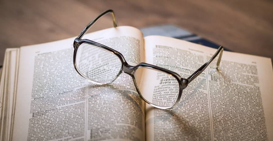 Pada dasarnya softlens dan kacamata memiliki fungsi yang sama 63eea373e5
