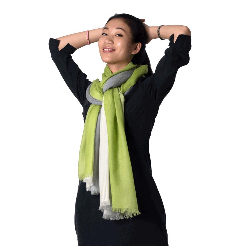 Yuk intip 8 cara memakai syal supaya tetap stylish - four in hand