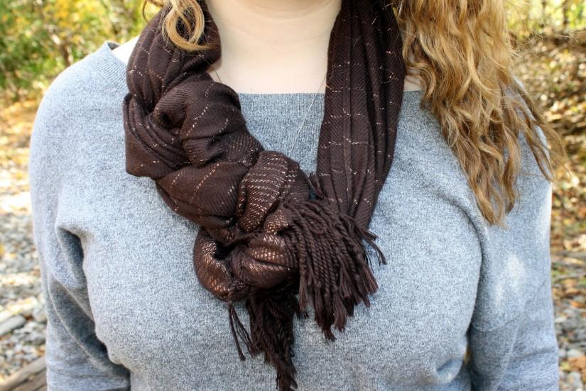 Yuk intip 8 cara jitu memakai syal supaya tetap stylish berikut ini - fancy braid scraft