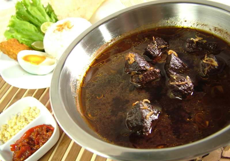 makanan khas indonesia yang namanya unik - rawon setan surabaya