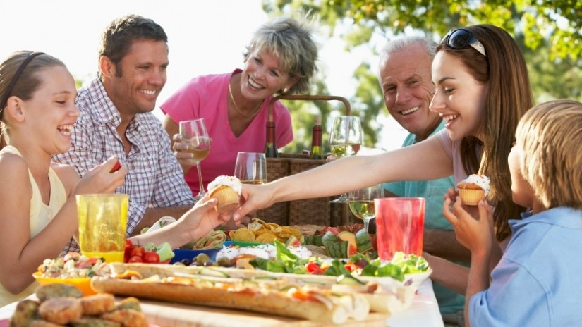 keuntungan menjadi jomblo - punya banyak waktu bersama keluarga