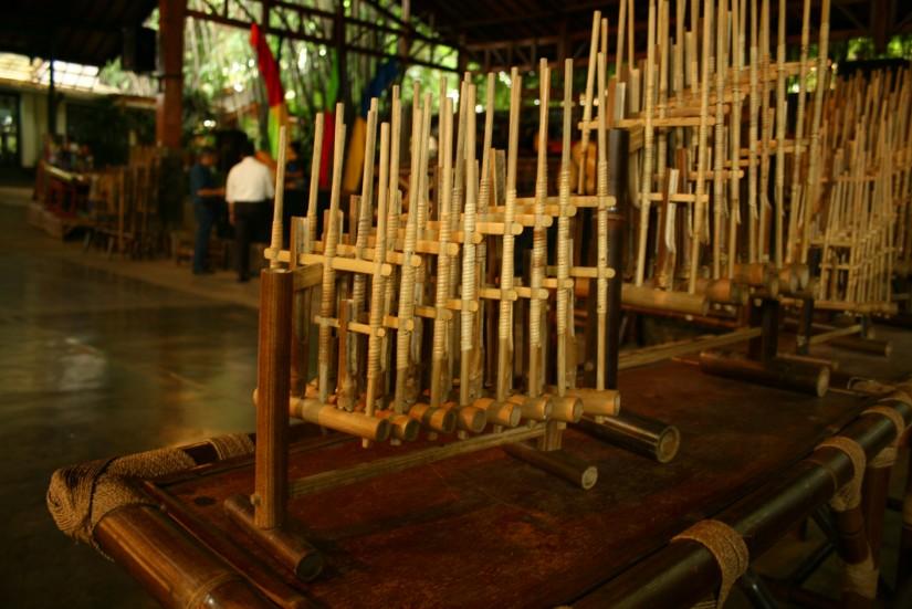 warisan budaya indonesia yang mendunia - angklung