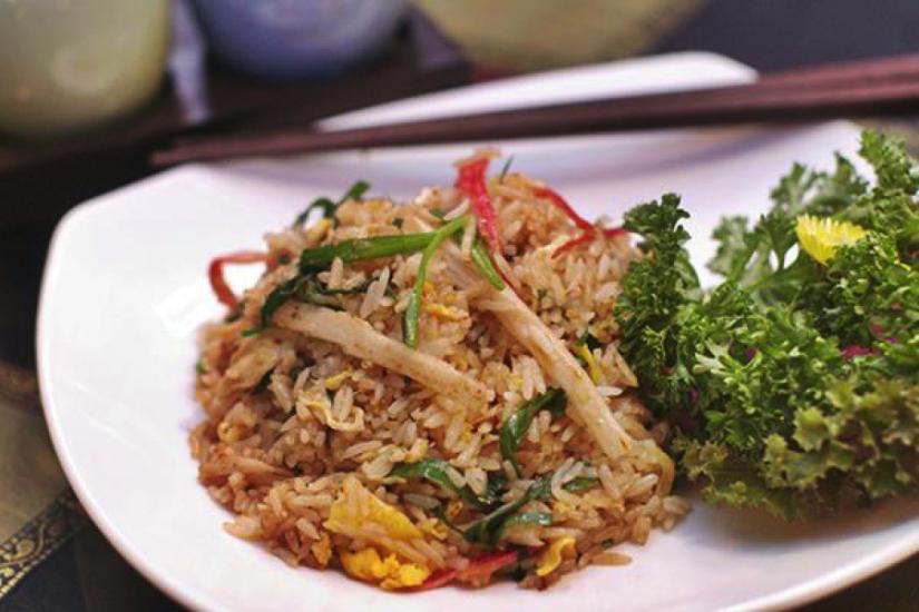 makanan yang wajib dicoba saat berlibur ke bangkok thailand - Khao Pad Poo