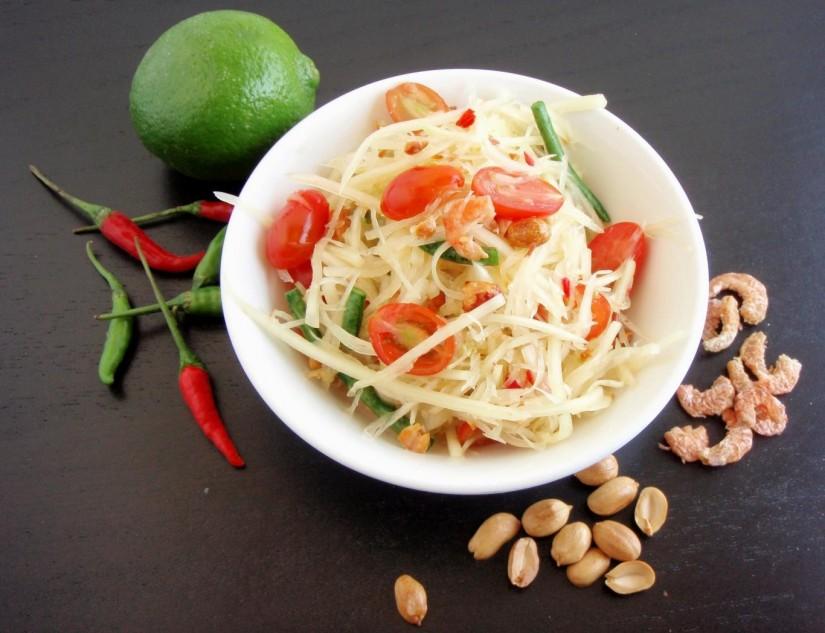makanan yang wajib dicoba saat berlibur ke bangkok thailand - som tam