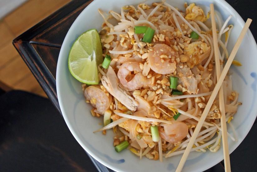makanan yang wajib dicoba saat berlibur ke bangkok thailand - Pad Thai