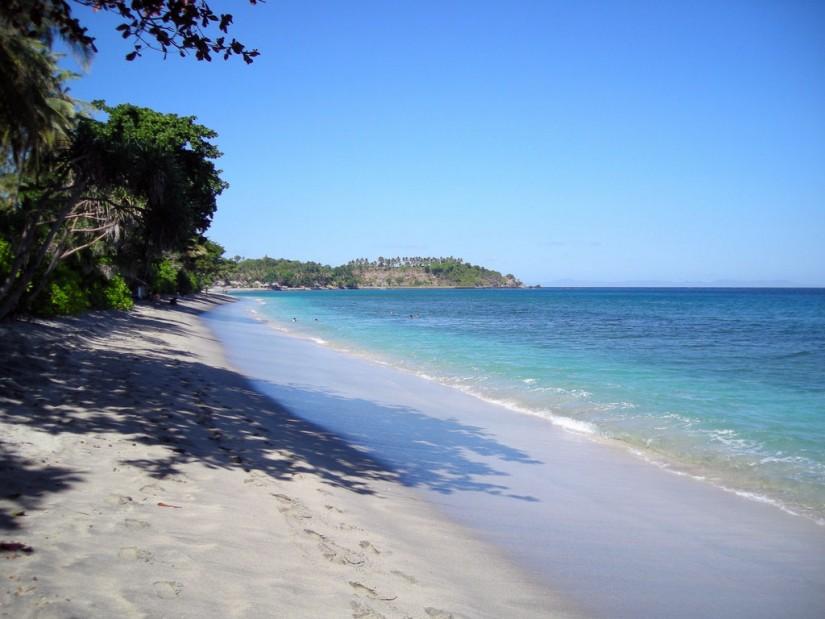 tempat wisata yang wajib dikunjungi saat berlibur ke lombok - pantai senggigi