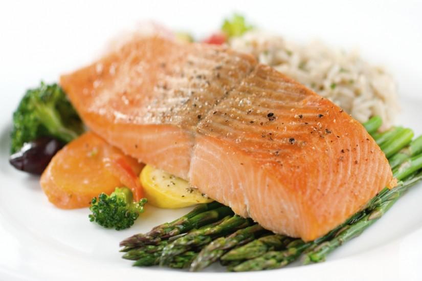 makanan yang mengenyangkan lebih lama untuk sahur saat puasa - salmon