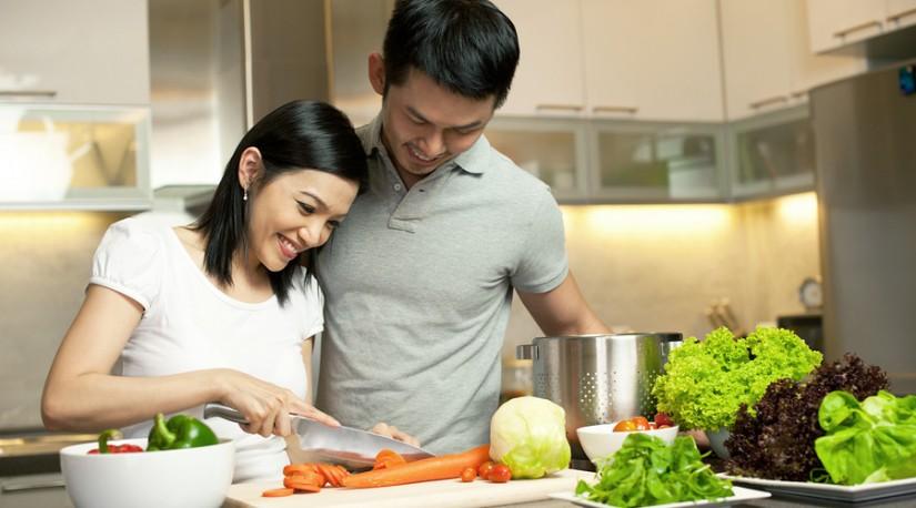aktivitas sederhana dengan pasangan - memasak bersama