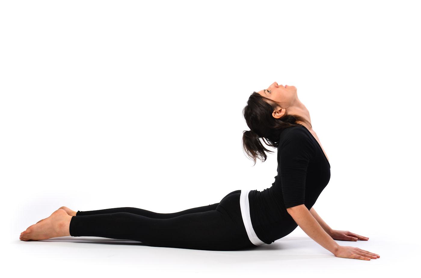 gerakan yoga untuk mengecilkan perut - yoga Bhujangasana