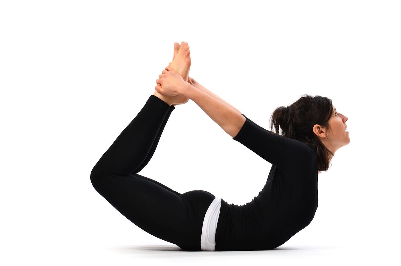 gerakan yoga untuk mengecilkan perut - yoga Dhanurasana