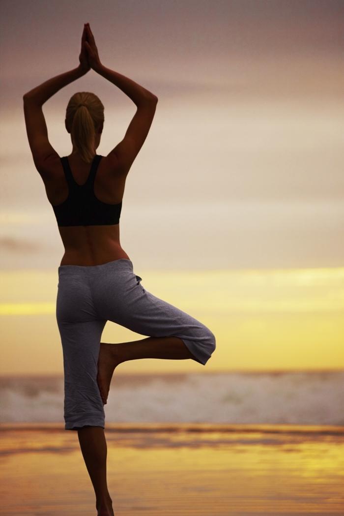 gerakan yoga untuk mengecilkan perut - yoga Vrksasana
