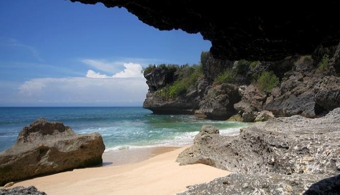 6 pantai tersembunyi di bali - pantai balangan