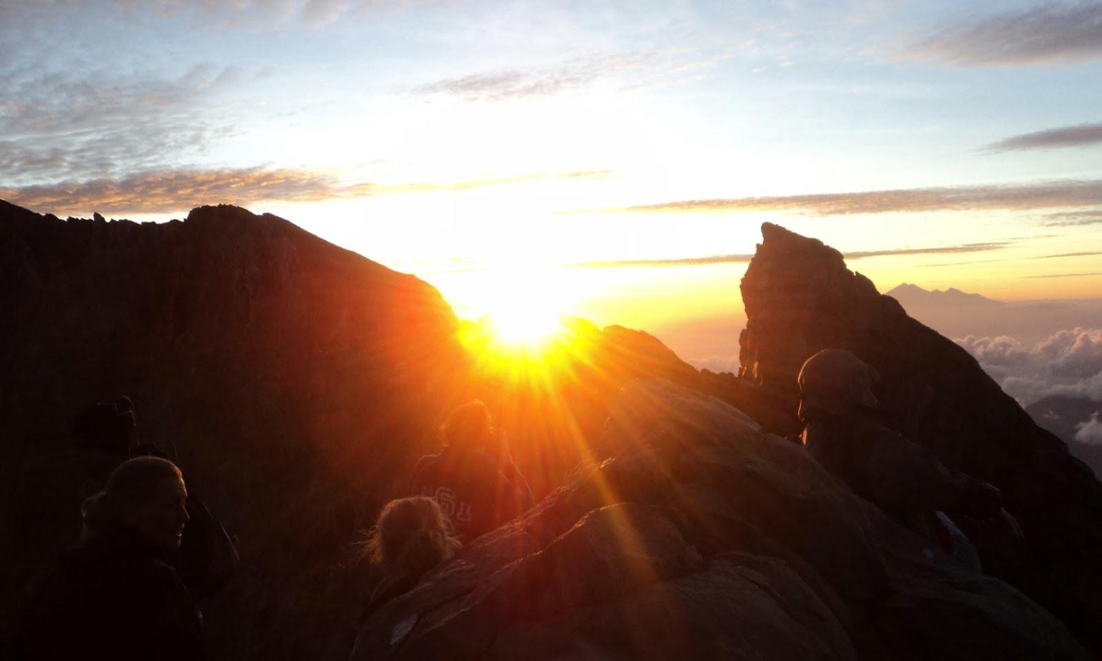 lokasi terbaik memotret matahari terbit - gunung agung