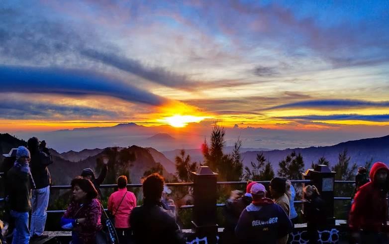 lokasi terbaik memotret matahari terbit - gunung bromo
