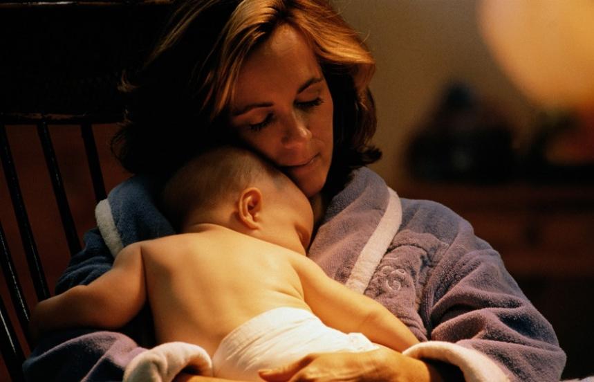 hal yang harus diperhatikan agar bayi tidur nyenyak - buat kamar tenang dan tidak berisik sehingga mengganggu bayi