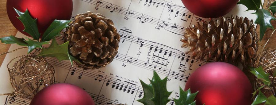 10 Lagu Yang Wajib Diputar Saat Natal