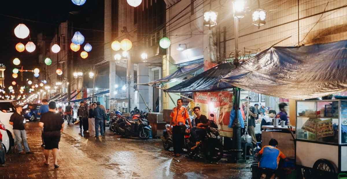 Menikmati Kuliner Malam Bandung di Jalan Cibadak, Ini Daftarnya!