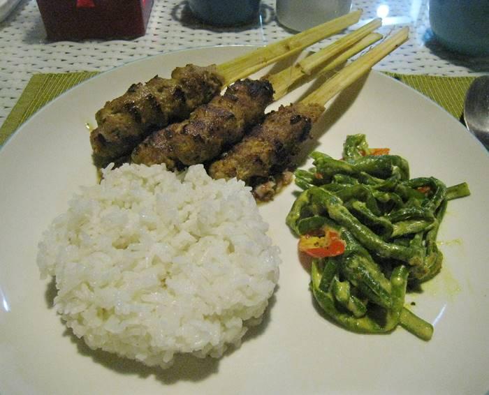 kuliner khas bali - sate lilit