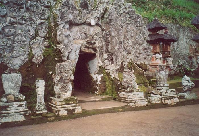 tempat wisata bali - gua gajah