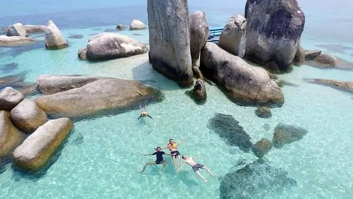 pantai batu berlayar - Belitung