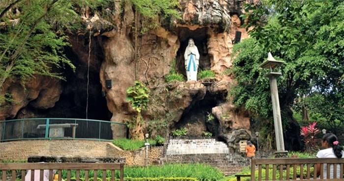 objek wisata religius Indonesia