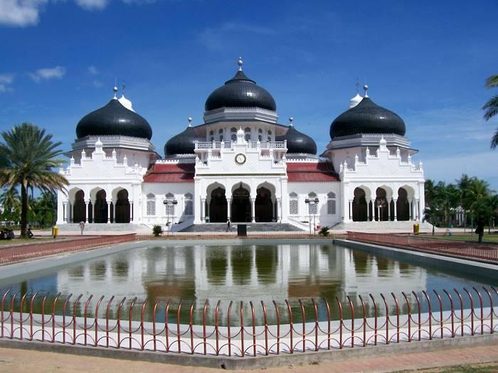 tempat wisata sejarah di indonesia - masjid raya baiturrahaman
