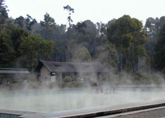 pemandian air panas di bandung