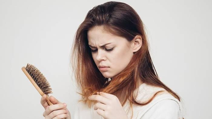 Cara Mengatasi Rambut Rontok dengan Bahan Alami - Tokopedia Blog 1b57d32af8
