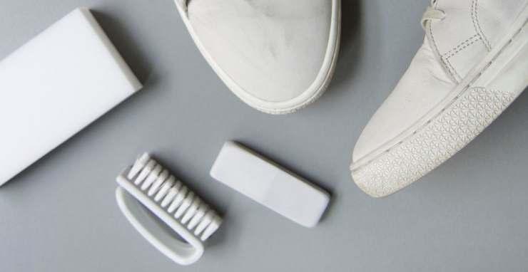 5 Cara Membersihkan Sepatu Putih Yang Menguning Tokopedia Blog