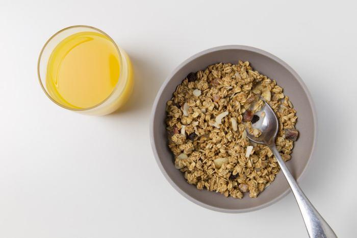 Menu Sahur Cepat Saji - oatmeal atau granola