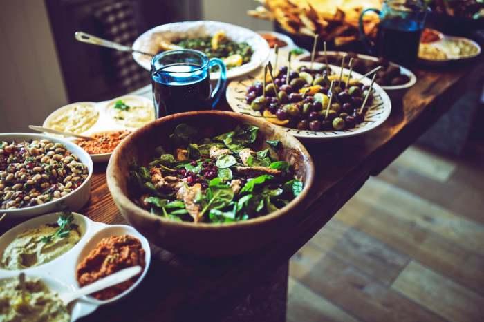 Tips Sehat Menjalankan Bulan Puasa - hindari makan berlebih