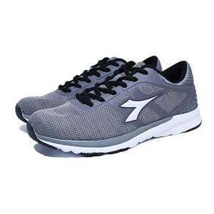 Pilihan merk sepatu olahraga terjangkau selanjutnya adalah merk sepatu  olahraga Diadora. Meskipun relatif murah dc8a993ebf