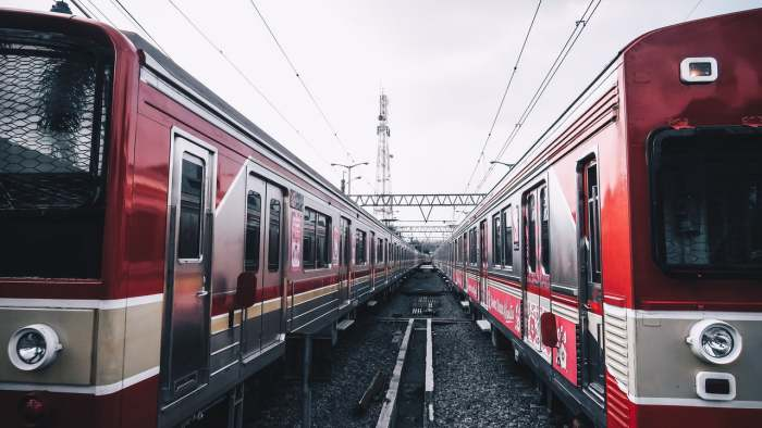 tradisi ngabuburit unik - menonton kereta api