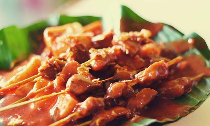 Wisata Kuliner Sate Ajo Laweh Padang