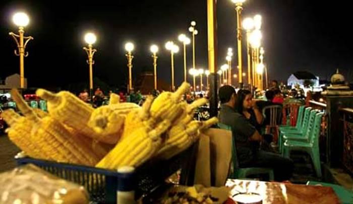 wisata Kuliner Padang Malam di Jembatan Siti Nurbaya