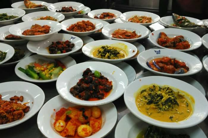 Restoran Lamun Ombak - Wisata Kuliner Padang