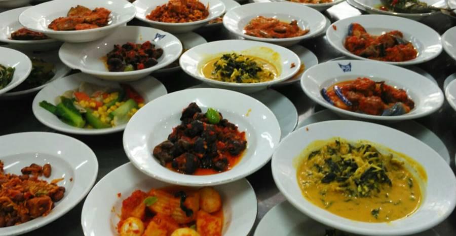 Manjakan Lidah dengan 15 Tujuan Wisata Kuliner Padang Favorit