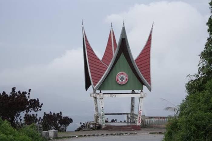 Wisata di Kota Padang Sitinjau Lauik