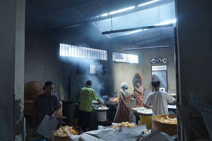 Suasana Tempat Pembuatan Keripik Balado Nan Salero