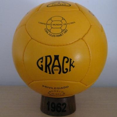 Bola Resmi Piala Dunia - 1962 Crack