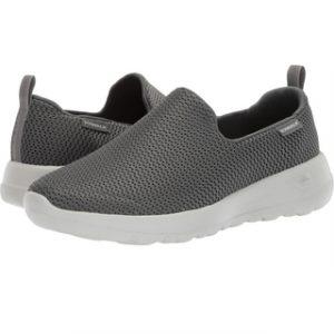 8 Merk Sneakers Murah Berkualitas Terbaik - Tokopedia Blog 353717966e