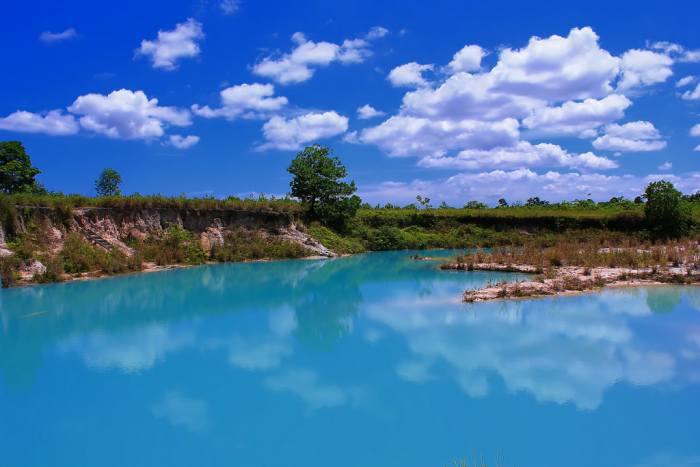 wisata danau biru singkawang