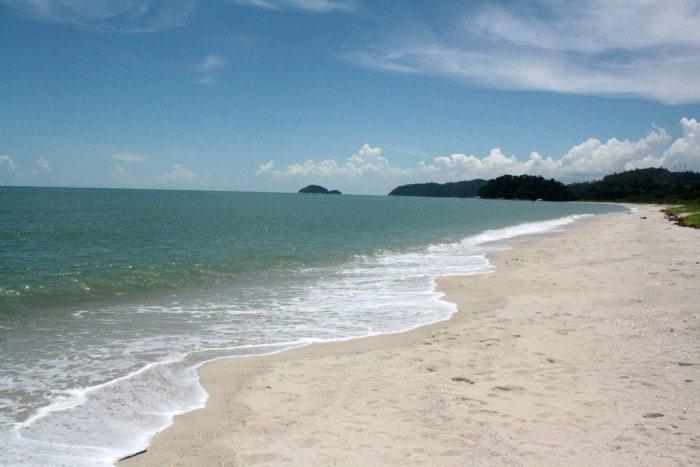 Wisata Pantai Pasir Panjang di Pontianak