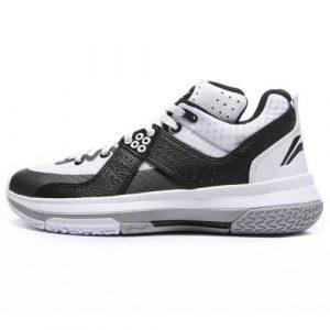 10 Merk Sepatu Pemain Basket NBA Terkenal - Tokopedia Blog 21b584f9af