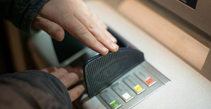 tips dan cara tarik tunai kartu kredit di atm