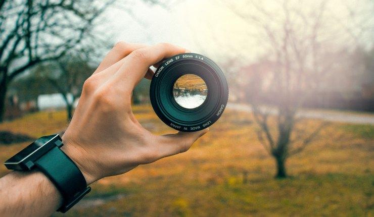 7400 Gambar Cowok Keren Pegang Kamera Dslr Terbaik