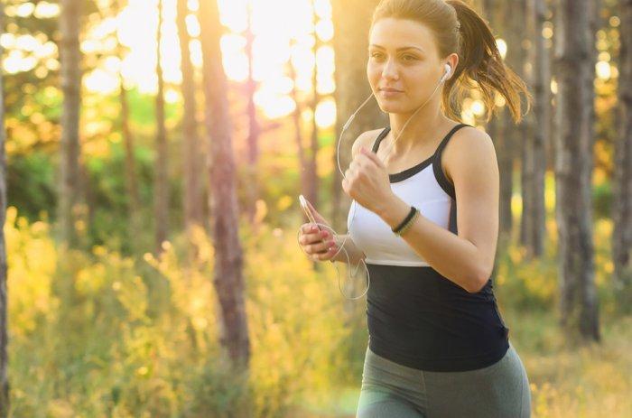 cara menggunakan smartwatch untuk kesehatan - Catat Rute Olahraga Terbaikmu