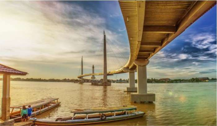 Objek wisata Jambi Jembatan Gentala Arasy