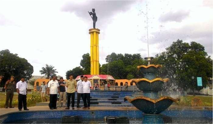 Tempat wisata Jambi Tugu Juang