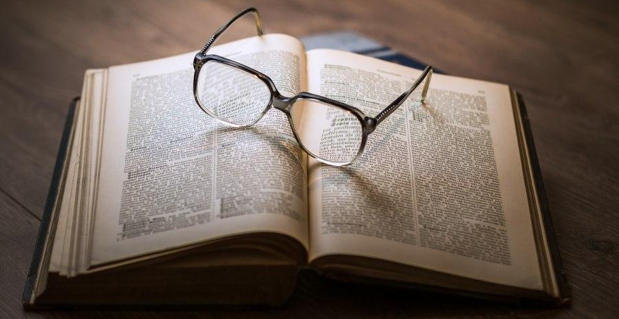 10 Jenis Lensa Kacamata dan Fungsinya - Tokopedia Blog d197490c18